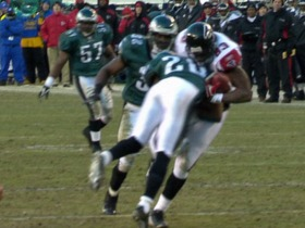 Watch: Brian Dawkins gets clean hit on Alge Crumpler