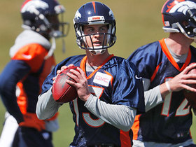 Watch: Terrell Davis: Broncos players rally around Siemian