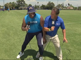 Antonio Gates shows Steve Mariucci how he uses his body to his advantage