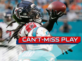 Watch: Can't-Miss Play: De'Vondre Campbell makes leaping interception