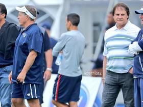 Watch: Bill Belichick joined by friends Tony La Russa and Tom Crean at practice