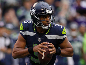 Watch: Russell Wilson throws over the middle to wide-open Nick Vannett
