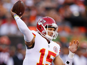 Watch: Mahomes throws 1-yard touchdown to Harris