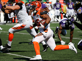 Watch: Giovani Bernard catches short pass and speeds upfield for 39 yards