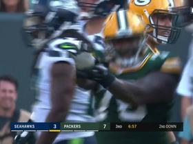 Mike Daniels stuffs Eddie Lacy, does Street Fighter celebration