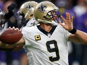 Drew Brees threads needle between two defenders for 24-yard pass