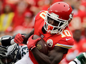 Tyreek Hill snags ball, makes quick turn for yards after catch