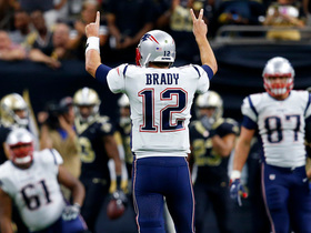 Tom Brady throws hands up after dropped TD by Gronk
