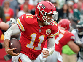 Alex Smith evades pass rush for first down