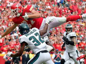 Travis Kelce leaps over defender for 5 yards