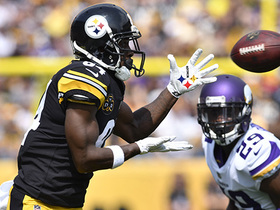 Antonio Brown takes it for a 26-yard catch-and-run