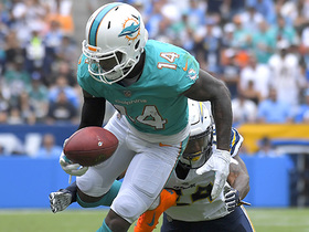 Jarvis Landry only needs one hand on this slant catch from Jay Cutler