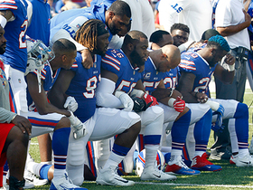 Broncos and Bills share moment of unity