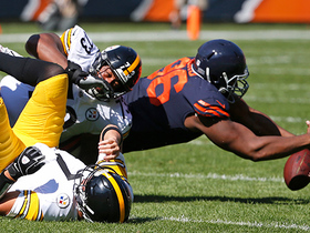 Watch: Roethlisberger fumbles, Bears' Akiem Hicks recovers