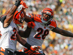 Giovani Bernard bunny hops into end zone on wide-open TD