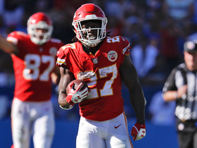 Watch: Kareem Hunt breaks through tackles for 20-yard gain