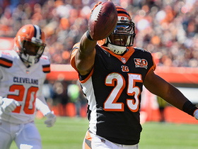Giovani Bernard takes it home with 61-yard touchdown reception