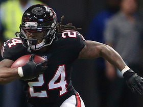 Devonta Freeman tries getting fancy with cutback, loses yards