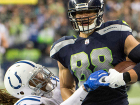 Russell Wilson fires to Jimmy Graham for 33 yards