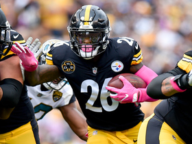 Le'Veon Bell bursts through line for 15-yard gain