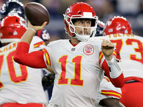Alex Smith launches pinpoint pass to Travis Kelce for 26-yard gain