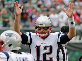 Tom Brady breaks regular-season QB wins record