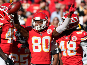 Steelers commit gaffe on Chiefs' safety kick, Kansas City recovers