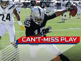 Can't-Miss Play: Michael Crabtree takes gigantic leap to get in for the TD