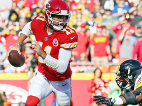 Watch: Alex Smith somehow escapes sack, finds Kareem Hunt for 37 yards