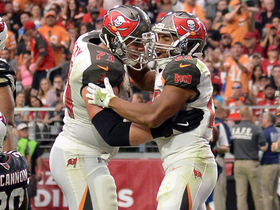 Doug Martin converts two-point attempt on rush