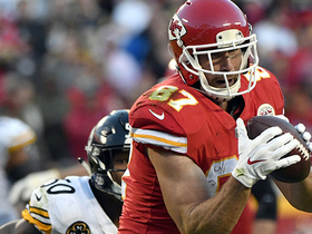 Alex Smith finds Travis Kelce on the run for 23 yards