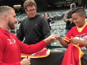 Watch: Travis Kelce signs autograph for young Chiefs fan in Raiders territory