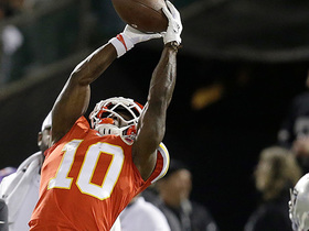 Tyreek Hill leaps for HUGE sideline catch of 31 yards