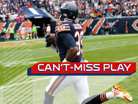 Watch: Can't-Miss Play: Eddie Jackson scoops up dropped pitch, returns it 75 yards for TD