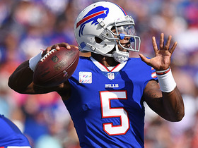 Tyrod launches deep to Deonte Thompson down sideline for 27 yards