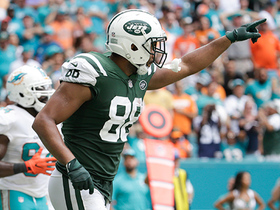 Seferian-Jenkins keeps waving hands, McCown finally finds him for TD