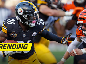 Watch: Le'Veon Bell stiff arms defender and picks up 42 yards