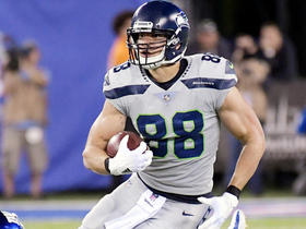 Watch: Jimmy Graham takes off on 29-yard catch and run