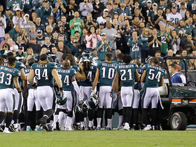 Watch: Entire Eagles team comes onto field after Jason Peters' knee injury