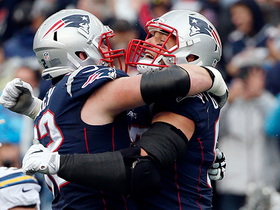 Rob Gronkowski gets wide open for 2-yard TD