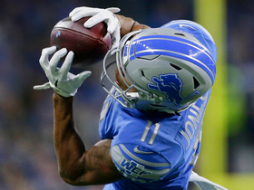 Marvin Jones dives to catch dart from Stafford for 18 yards
