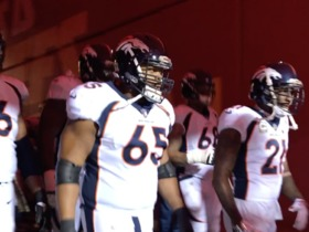 Broncos run out of tunnel before MNF