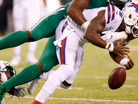 Tyrod fumbles on scramble run, Jets' Demario Davis scoops it up