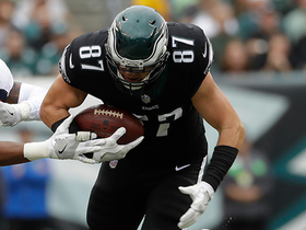 Brent Celek drags defender, rumbles for a 15-yard gain