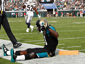Blake Bortles rolls right, hits Marqise Lee for toe-tap TD