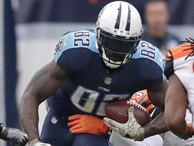 Marcus Mariota hits Delanie Walker for 20 yards to put Titans in scoring position