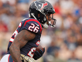 Lamar Miller explodes into Rams' secondary for 18-yard gain