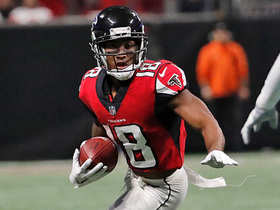 Taylor Gabriel uses leverage to take off in stride for 34-yard gain
