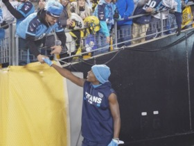 Adoree' Jackson signs autographs, greets fans before 'TNF'