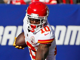 Tyreek Hill bounces off defenders on WR reverse